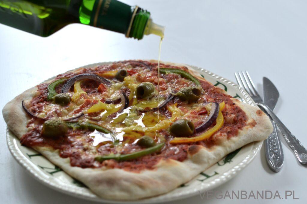 Pizza z domowego pieca do pizzy