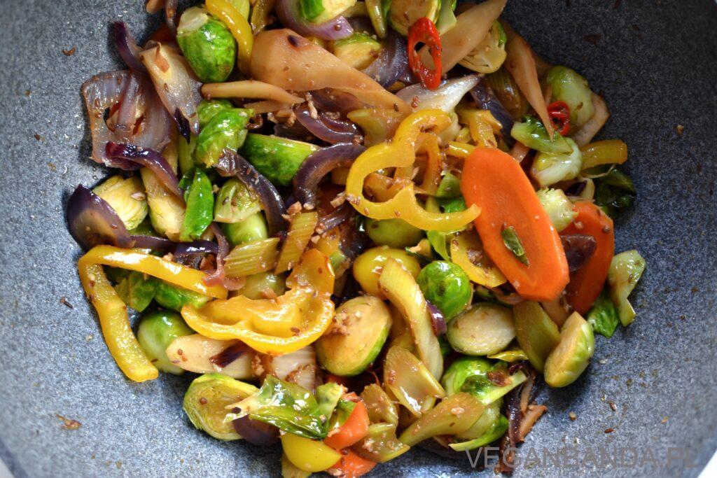 Aromatyczne warzywa stir-fry