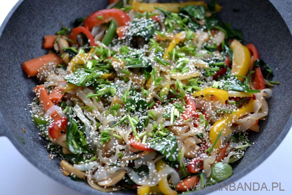 Japchae - koreański makaron z warzywami